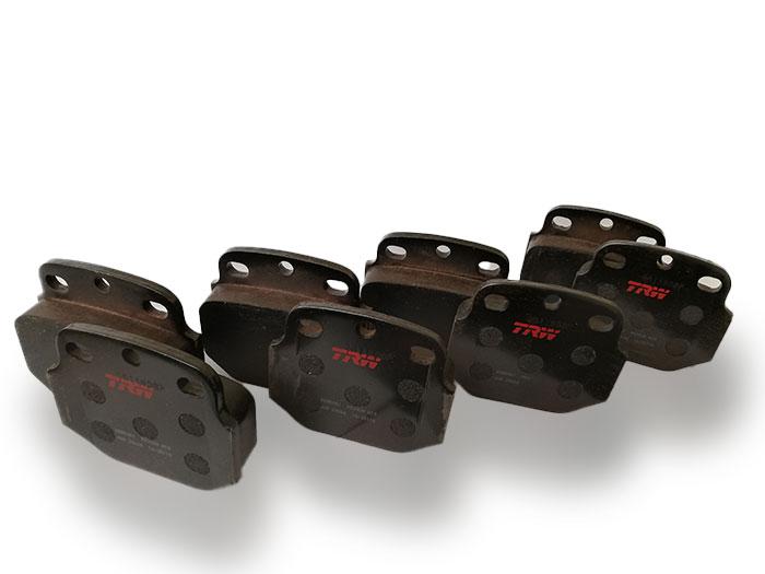 Bremsbeläge für Bremssystem Knorr K65 passend für Steyr 12M18 - gebrauchte Ersatzteile für Steyr